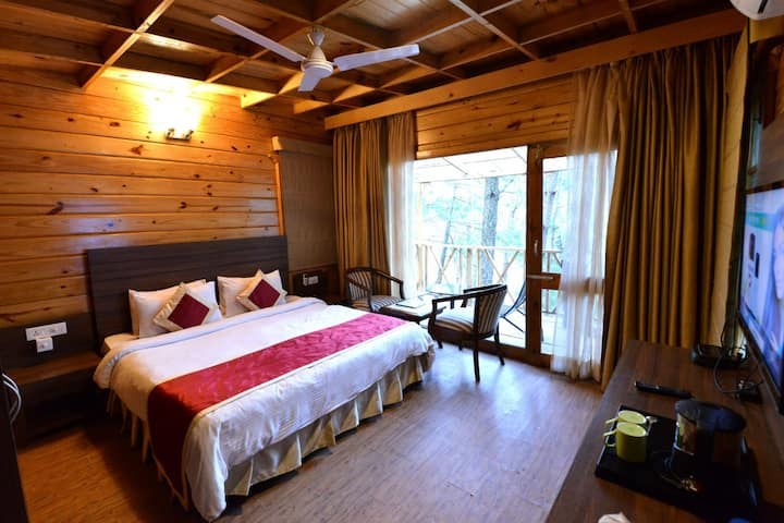 Deluxe Cottage Valley Facing Kasauli Hills Resort