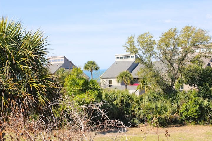 Close to Beaches, Pools, Golf! Pet Friendly! Amenity Cards! Perfect Location!