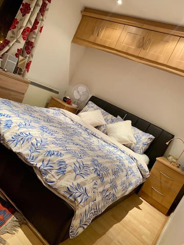 Double private bedroom in the hearth of Hendon