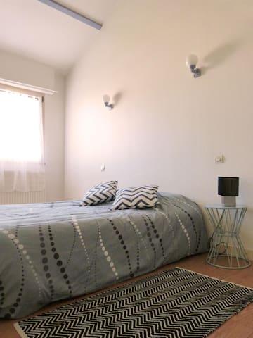 Belle chambre en centre ville - Bressuire - Appartement