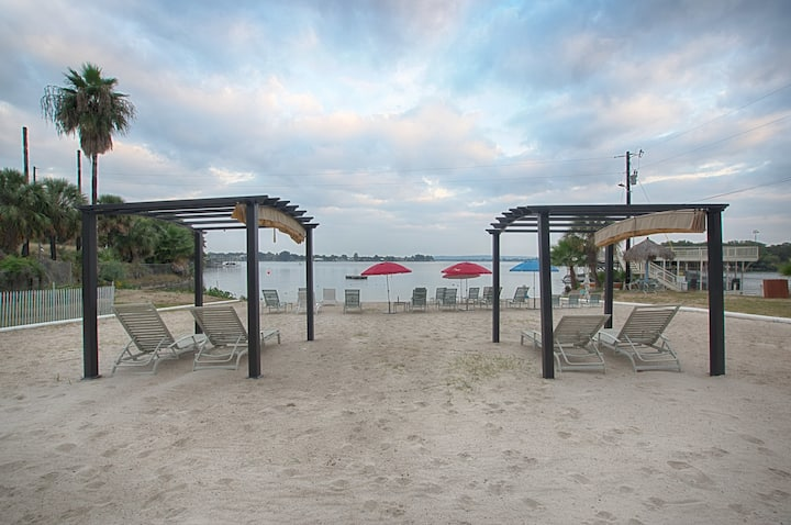 Lake LBJ Tropical Condo- Swim Beach Open