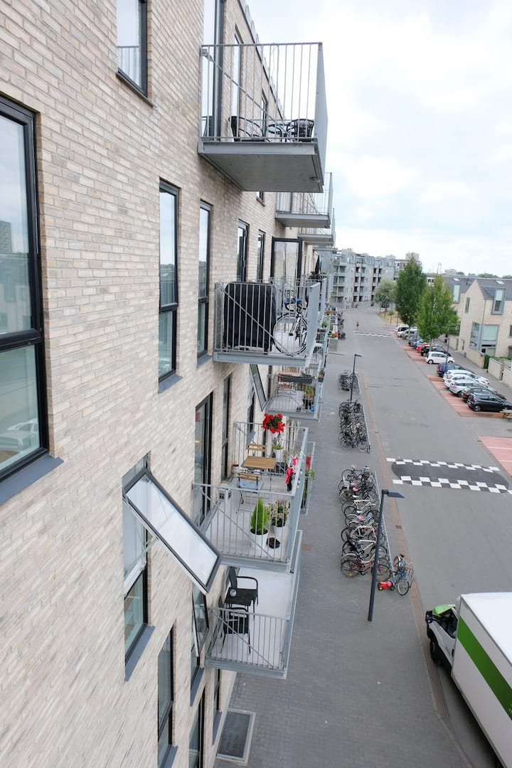 3 bedroom light, modern apartment with balcony