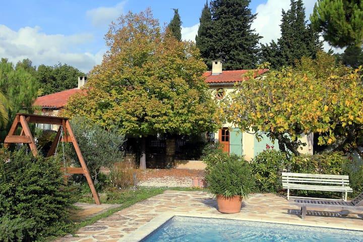 Jardin et piscine disponibles