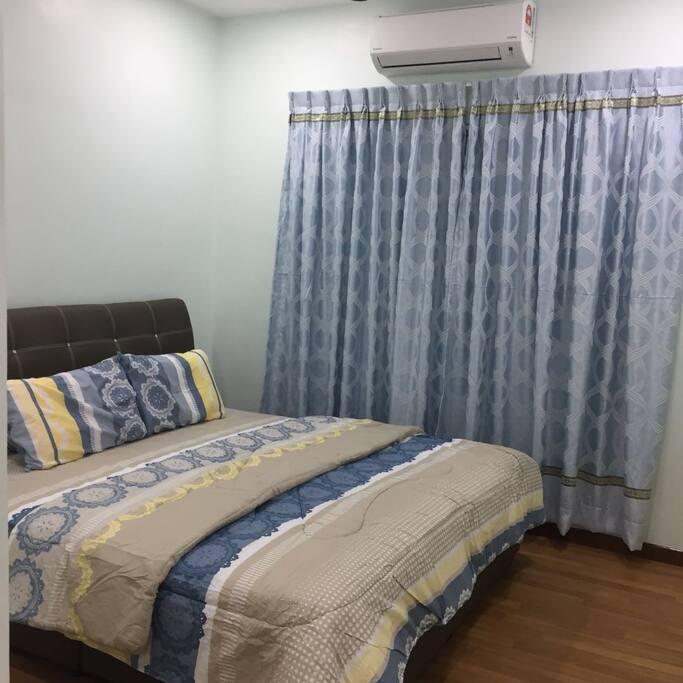 每间房间都会有一张King size 床和单人地板床垫