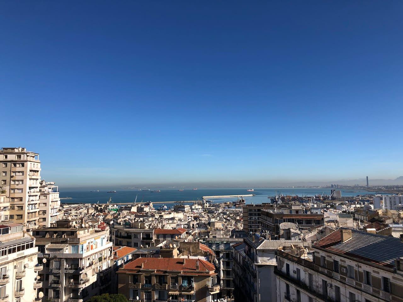 Alger vue panoramique sur le toit de l'immeuble