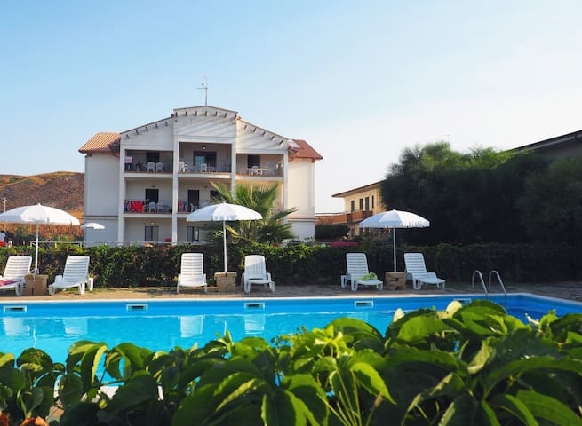 Apartment with pool 20 meters from the sea