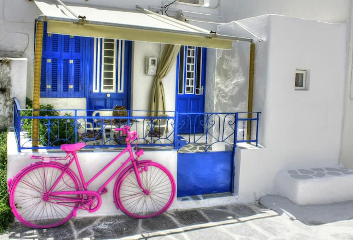 The Hot Pink Bike House - Market street old town