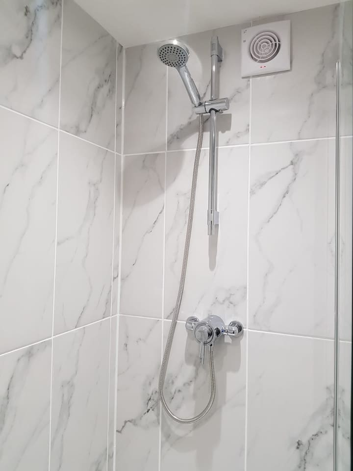 Beautiful Quality ceramic tiles to All walls and floor