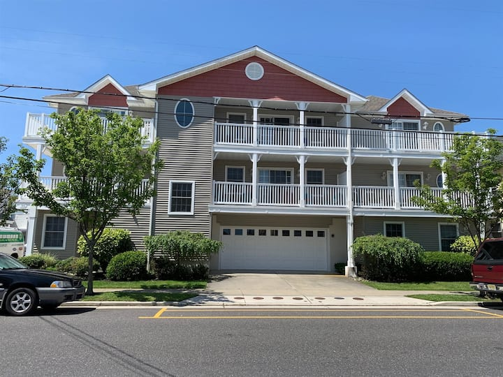 Charming 3 bed/2.5 bath condo, just a short walk to the beach and boardwalk!