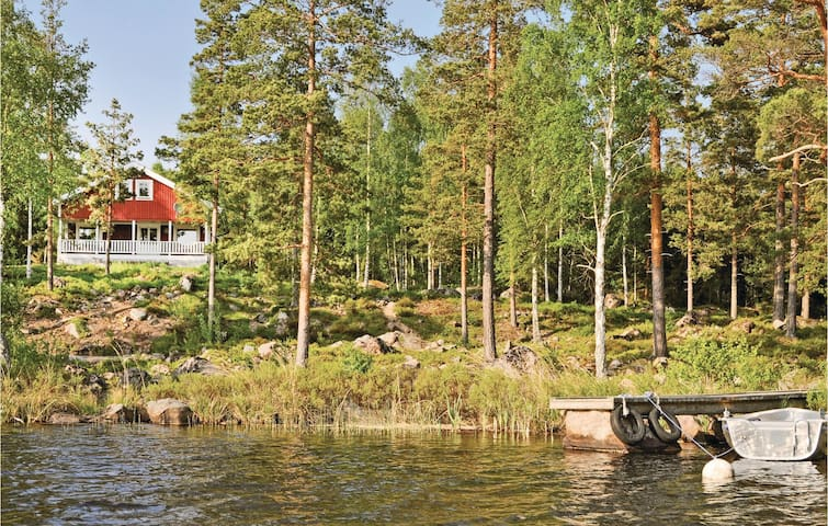 Holiday cottage with 4 bedrooms on 95m² in Fröseke