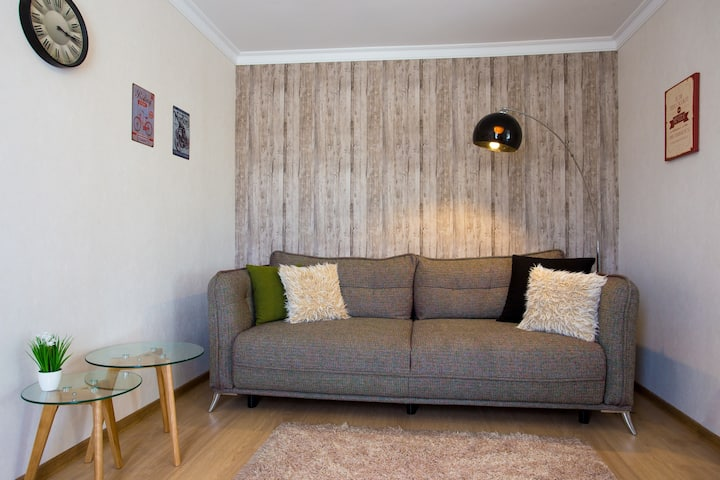 Sunny & Fresh Apartment At Center With Security