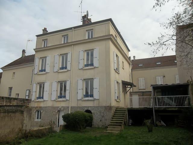 1 Chambre 10m² Meublée MEAUX (1er) - Meaux - 一軒家