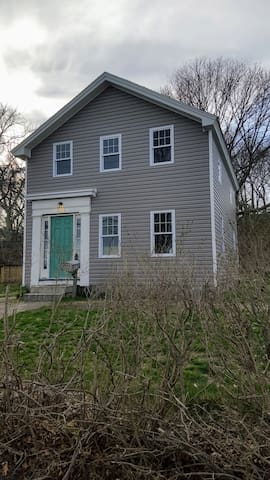 Waterfront in town 2 bed, 2 bath entire house - Stonington - House