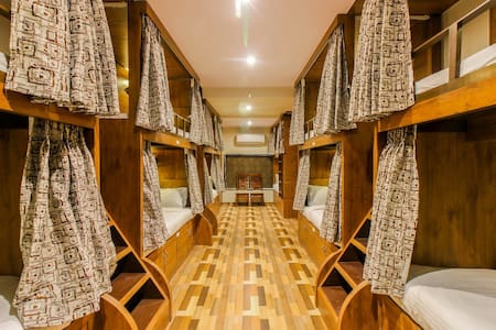 Luxury A/C Dormitory Beds close to Mumbai Airport