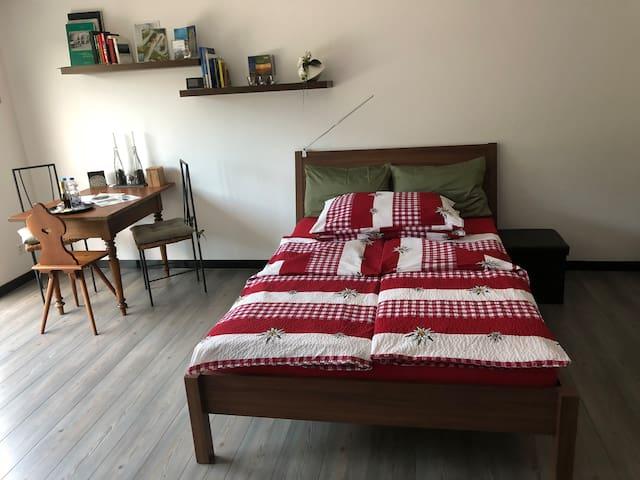 140 cm breites Doppelbett