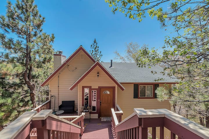 Picturesque Lake Arrowhead Cabin with Beaches Pass