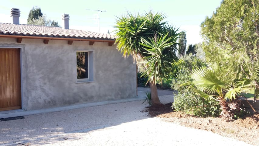 casa immersa nel verde - Porto Torres - บ้าน