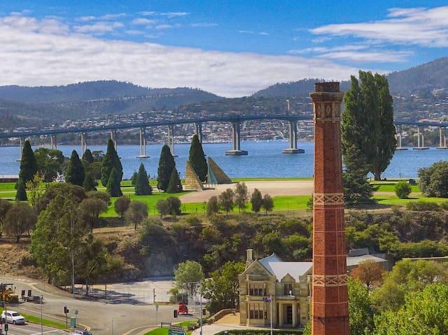 Hobart CBD Premium Apartment, 3 mins to waterfront