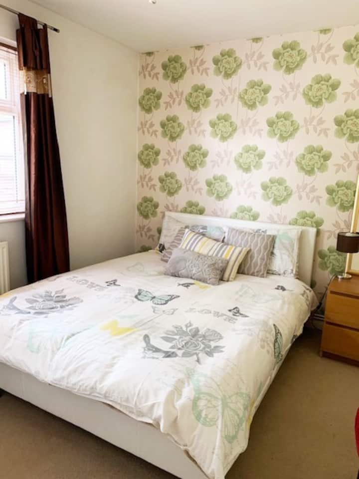 A Large Furnishe Cosy Double bed  room in Datchet.