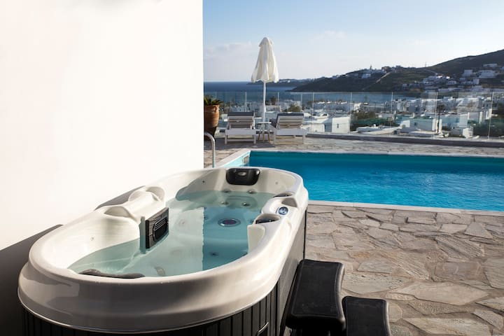 Near Ornos Beach & Mykonos Town w Private Hot Tub