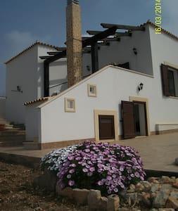 Villa di nuova costruzione al mare - Pizzolungo