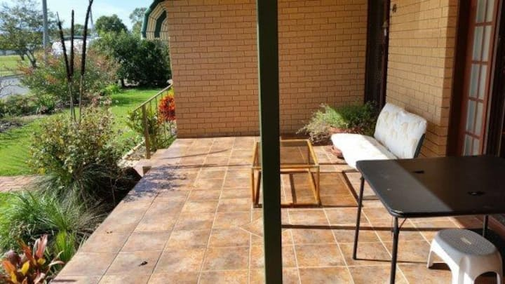 Pool, close to Botanic Gardens, quiet location