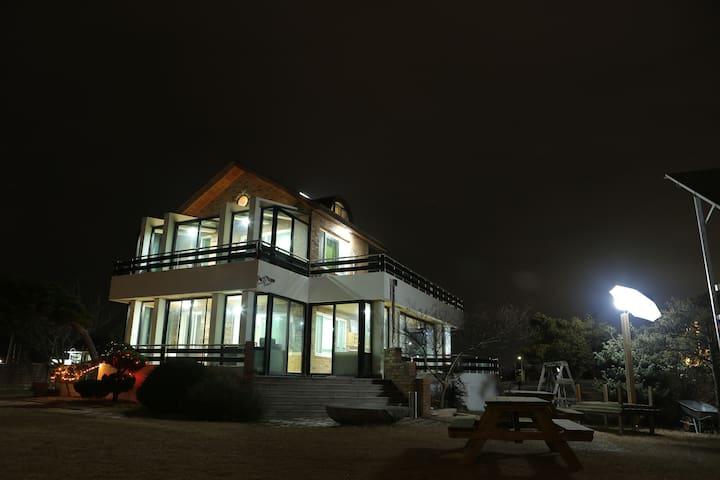 소나무정원 게스트하우스 호수방