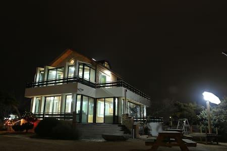 소나무정원 게스트하우스 호수방 - Gangneung-si - Bed & Breakfast