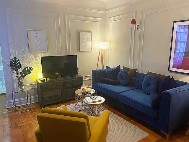 Stylish Studio Living area! Brand new modern couch !