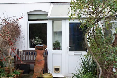 Cosy art-filled cottage in friendly coastal town. - Teignmouth