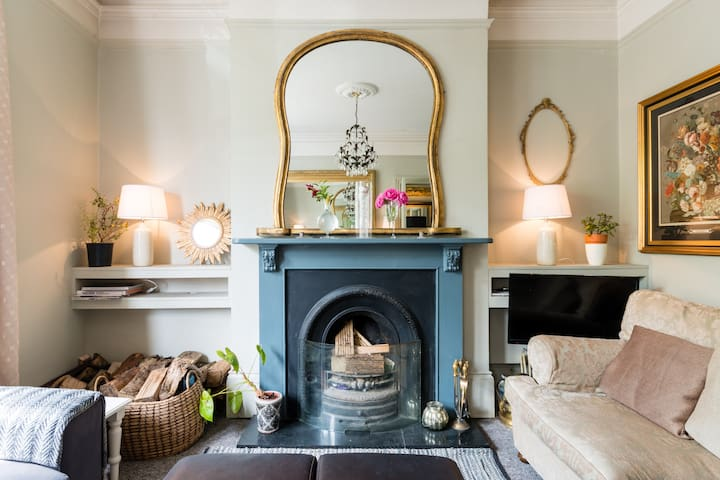 CHARMING 4 bedroom VICTORIAN TOWNHOUSE nr Centre