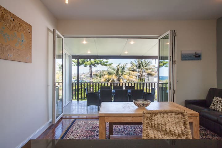 Sydney Beachside Home - Ocean Views - Coogee - House