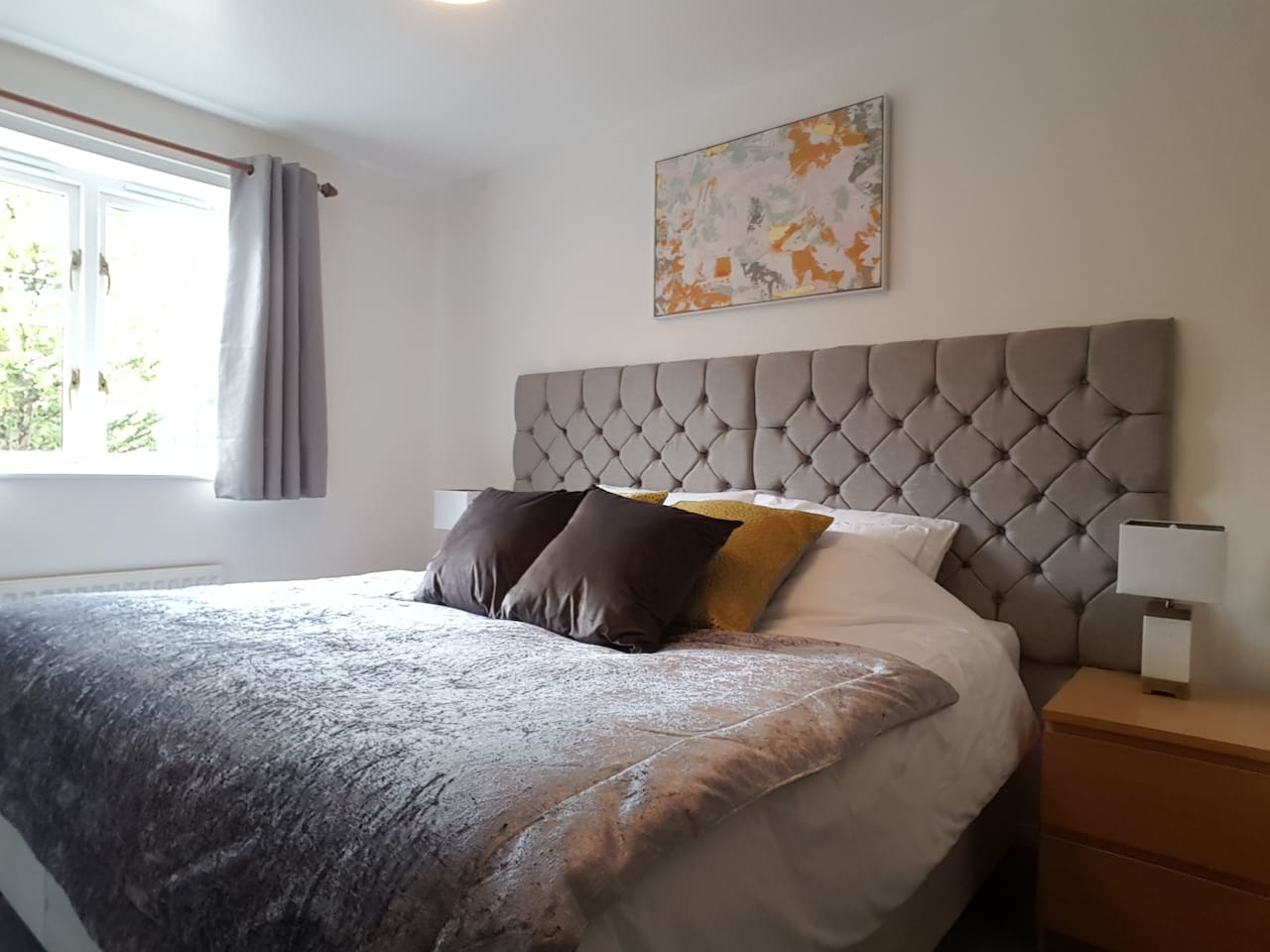 This is a beautiful room freshly decorated it has a  comfortable super king size bed. USB charging points are built into sockets either side of the bed. The bedroom is totally private and lockable. Suitable if you are staying for leisure or work.