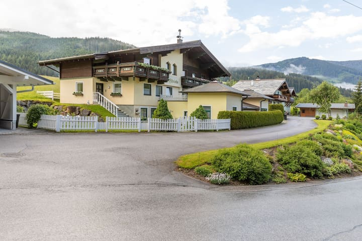Gorgeous Mansion in Filzmoos near Ski Area