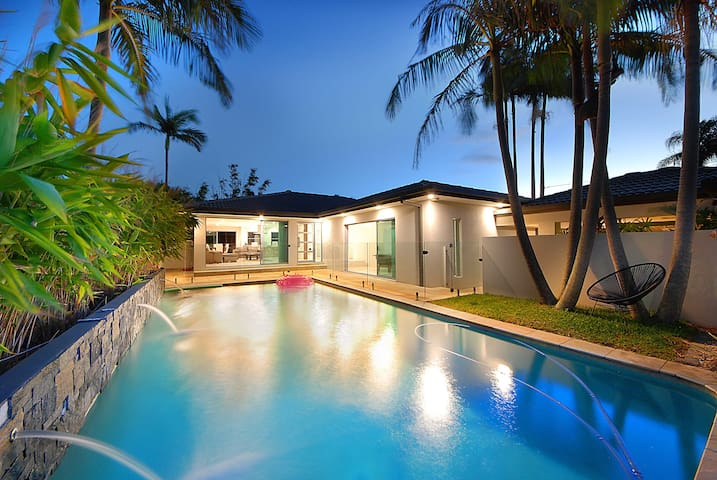 Premium Home in Burleigh- LOCATION!