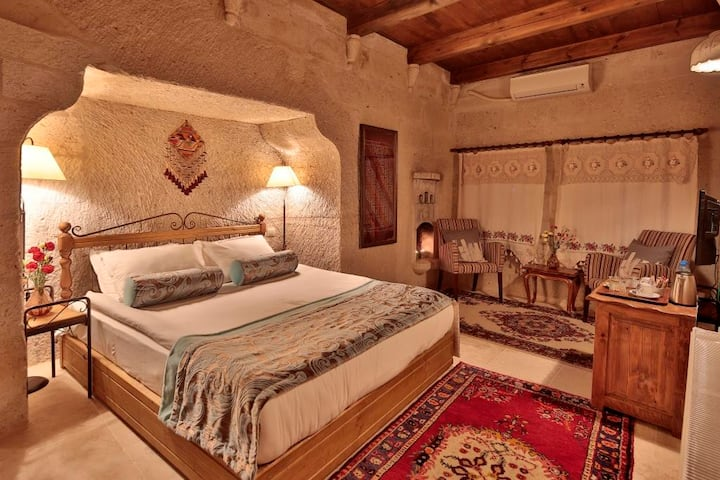 Honeymoon Cave Suite-Breakfast&Pool Usage Included