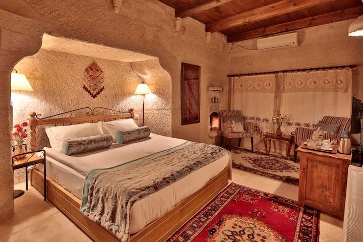 Honeymoon Cave Suite-Breakfast&Pool Usage Included