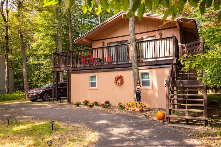 A cozy house in a gated community in Mt. Pocono.