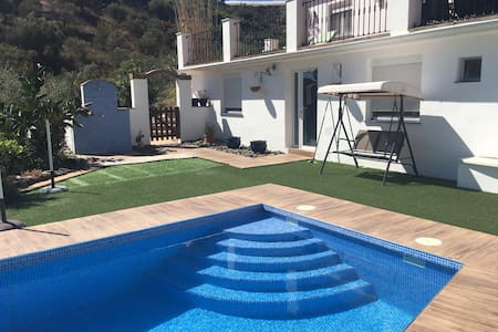 Luxury 4 Bed 4 Bath Villa Free Wifi - Torrox