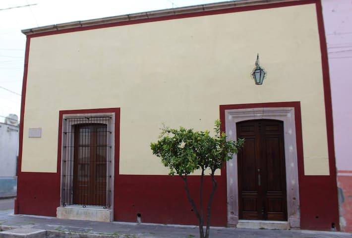 CASA DE LAS FLORES