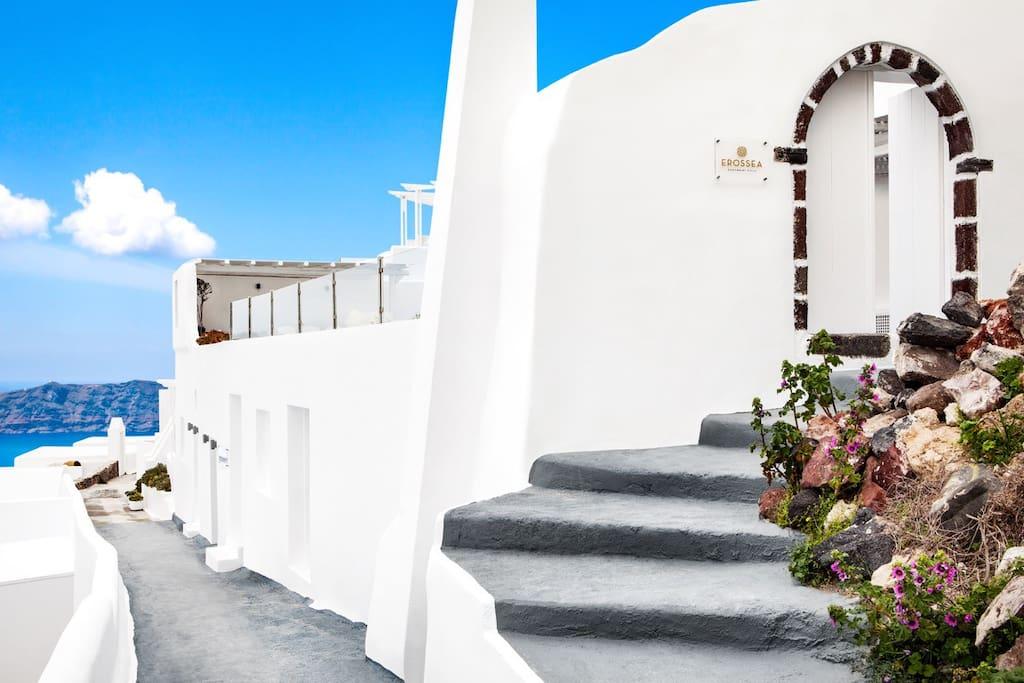Erossea Villa / path to Suites level