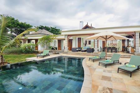 Charming Villa near the Sea - Villa