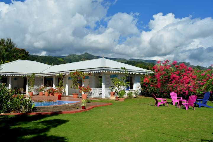 Villa Tangara - Faa'a - Tahiti - 3 bedrooms - pool and lagon view - 6 pers
