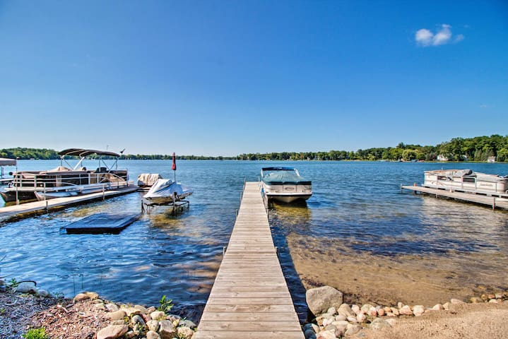 Lakefront Chelsea Home w/Dock, Kayaks & Patio