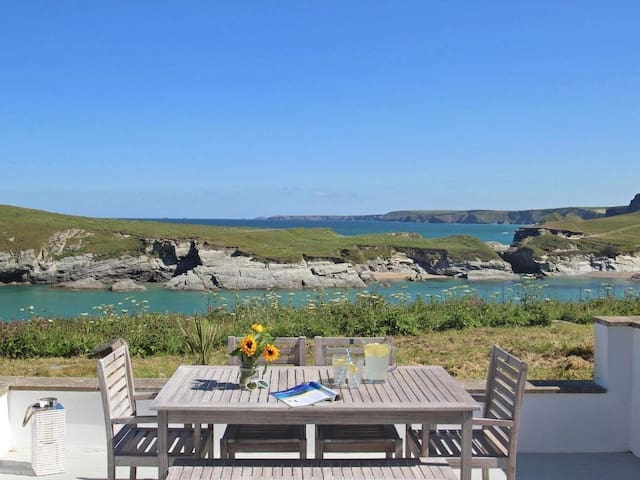 SEASCAPE, family friendly, with pool in Newquay, Ref 959880