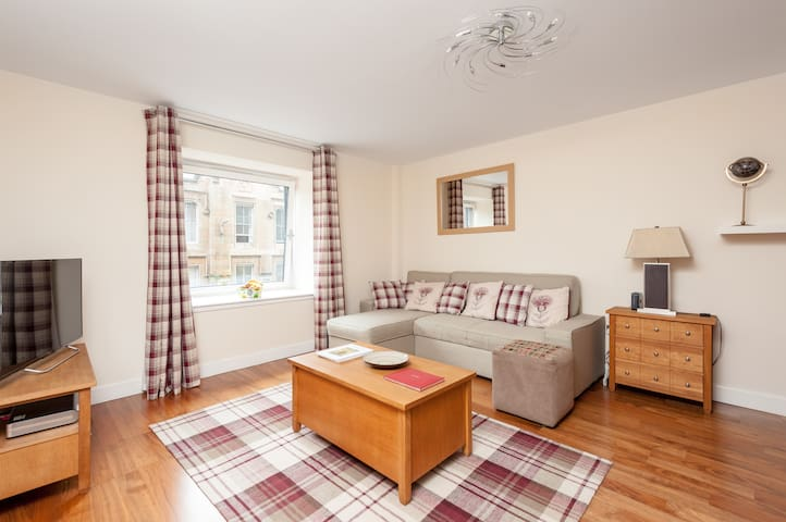 Two Bedroom Apartment Ingram Street