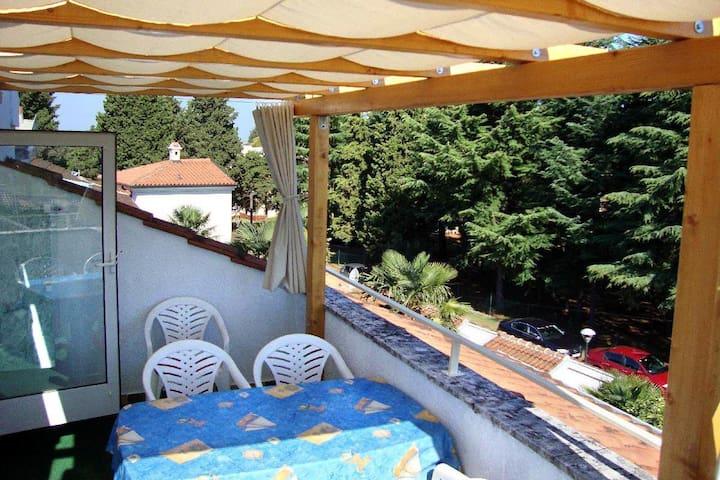 3-Zimmer-Ferienwohnung mit Terrasse und Meerblick Umag (A-2549-a)
