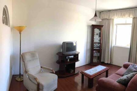 AP completo, confortável, no centro de Caxambu!