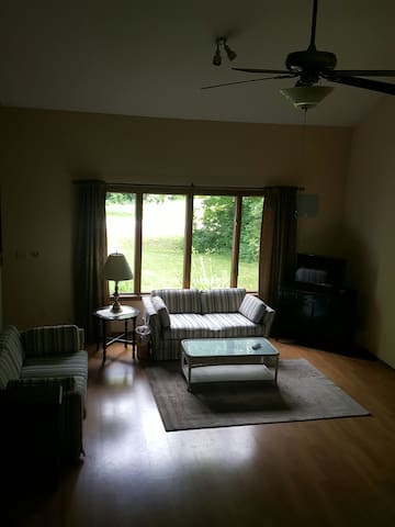 DeWitt House 3BR Lake Access-Close to MSU