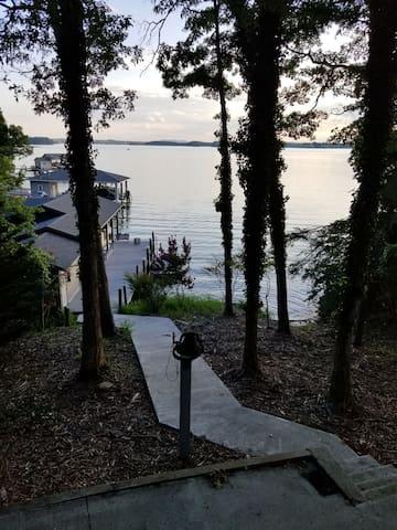 """The Cardinal's Nest"" Smith  Mountain Lake home"